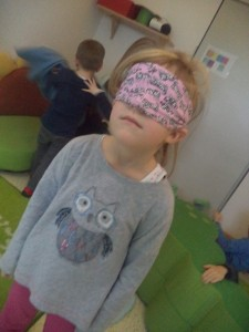 5_Sinne_Auge_Spiel_verbundene_Augen